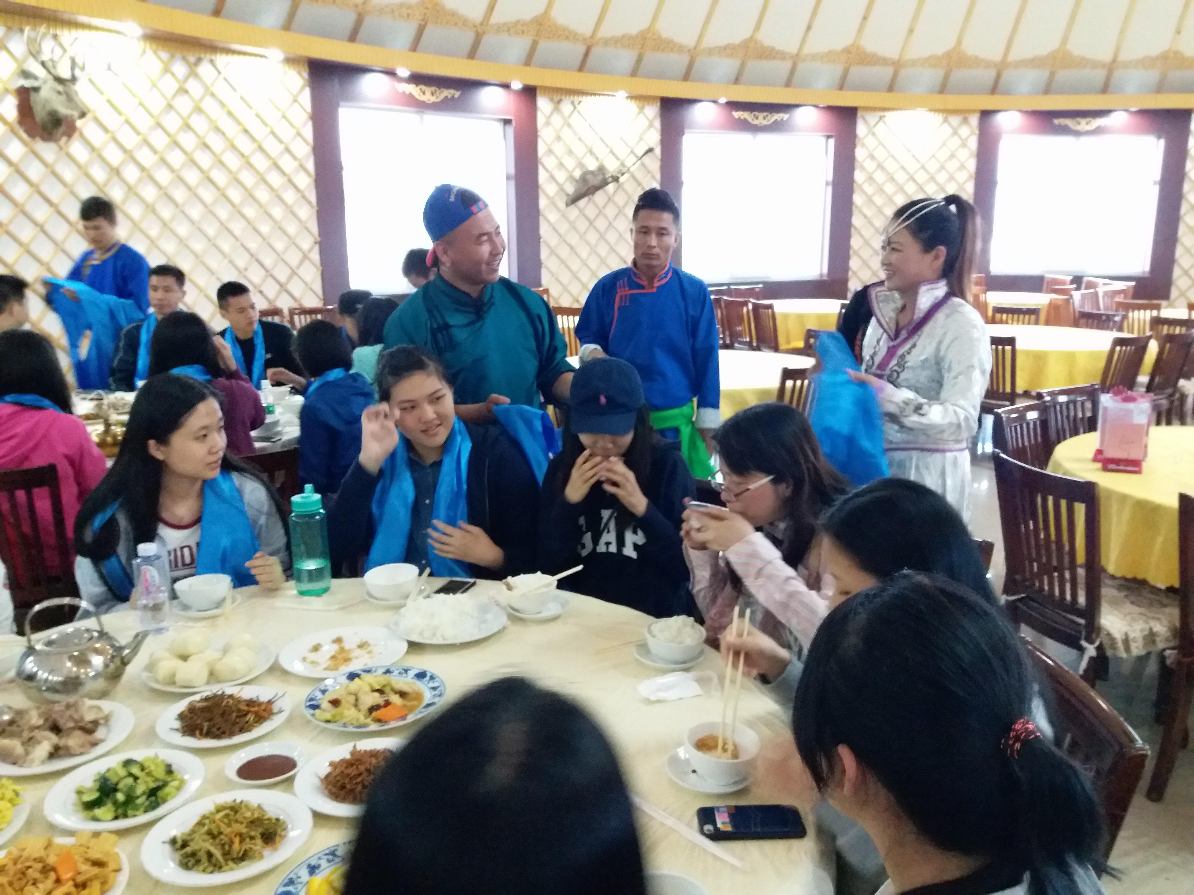 進食蒙古餐